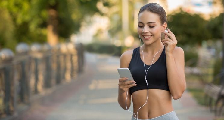 Jaka jest najlepsza muzyka do biegania? Sprawdź, co króluje na playlistach biegaczy