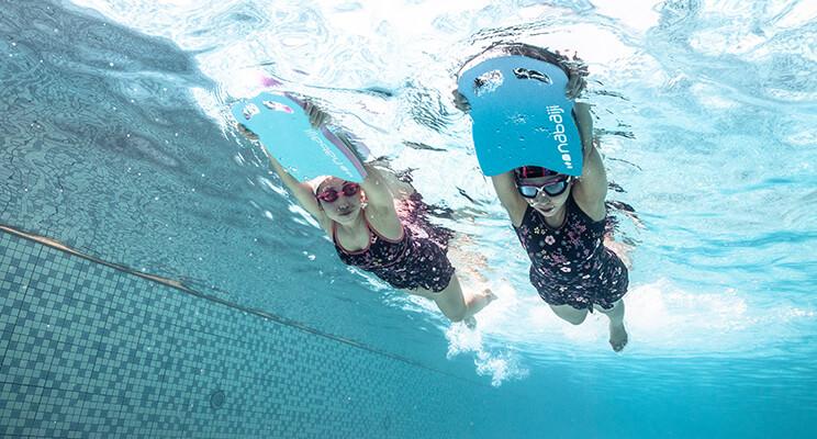 Dlaczego warto pływać i chodzić na basen?