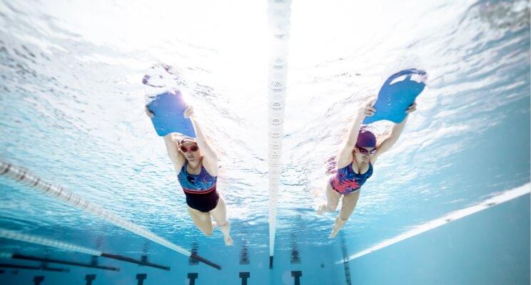 Pływanie podczas okresu. Jak się przygotować do wyjścia na basen?