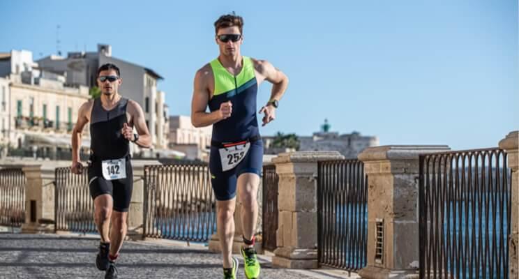 Królewski dystans – marzenie większości biegaczy. Sprawdź, jak trenować do maratonu!