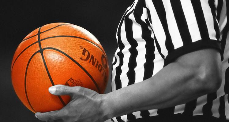 Więcej dynamiki w koszykówce: rzut sędziowski i naprzemienne posiadanie piłki