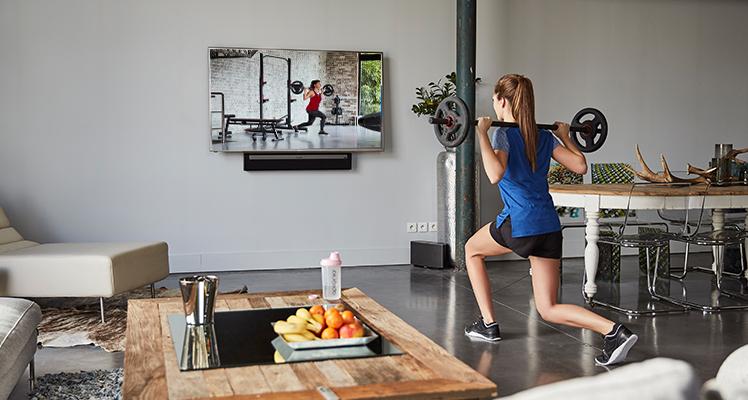 Jak ćwiczyć bez wychodzenia z domu? Odpowiedzią są treningi online!